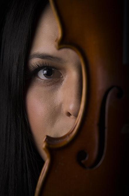 Violin peek-a-boo