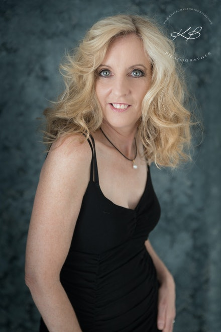 Website-headshot-portraits - Beautiful head shot images for your website profile in our Logan City, Waterford studio.